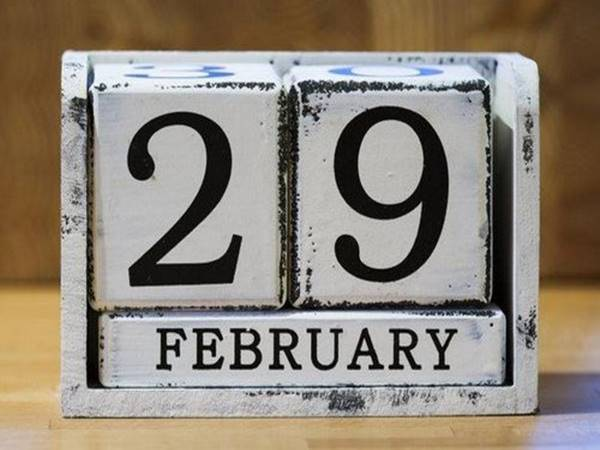 Tại sao có ngày nhuận, tháng nhuận và năm nhuận?