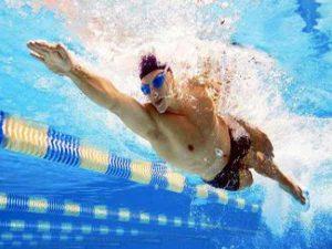 Tìm hiểu kỹ thuật bơi trườn sấp cơ bản cho người mới