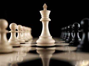 Quân hậu trên bàn cờ vua đi như thế nào?