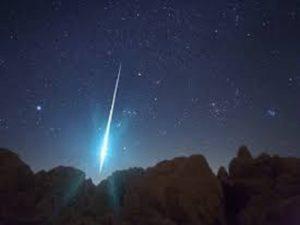 Ngủ mơ thấy sao băng mang điềm báo gì ? Đánh lô đề con gì trúng ?