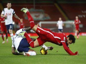 Tin bóng đá QT 29/1: Liverpool và Tottenham gặp họa