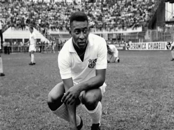 """Vua bóng đá là ai? Vì sao Pele lại được mệnh danh là """"vua bóng đá"""""""