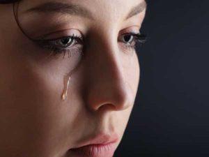 Nằm ngủ mơ thấy khóc là điềm hên hay xui? Đánh số mấy ?